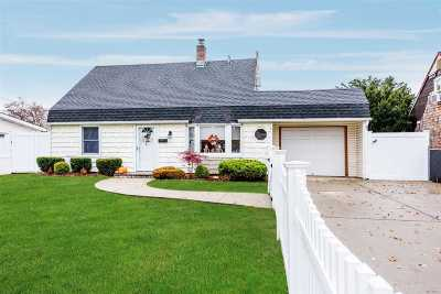 Levittown Single Family Home For Sale: 3227 N Jerusalem Rd