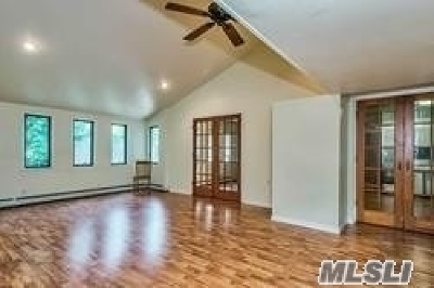 Levittown Single Family Home For Sale: 80 Constellation Rd