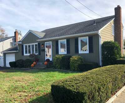 Lindenhurst Single Family Home For Sale: 620 Heathcote Rd