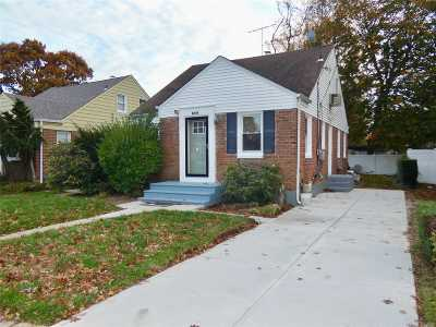 Hempstead Single Family Home For Sale: 166 W Marshall St
