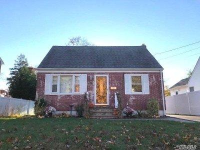 Lindenhurst Single Family Home For Sale: 219 N Fulton Ave