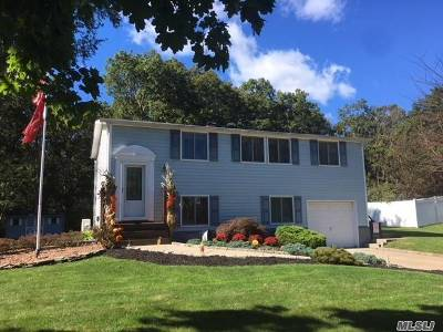 E. Setauket Single Family Home For Sale: 68 Fireside La