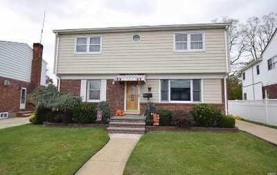 Franklin Square Single Family Home For Sale: 864 Center Dr