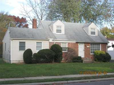 East Meadow Single Family Home For Sale: 521 Coakley St