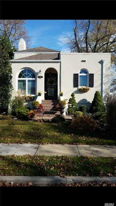 Massapequa Single Family Home For Sale: 48 Beverly Pl
