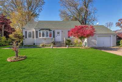 Patchogue Single Family Home For Sale: 30 Lee Ave