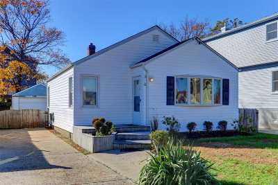 Amity Harbor Single Family Home For Sale: 4 Desoto Rd