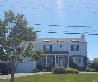 Merrick Single Family Home For Sale: 4 Bonnie Ct