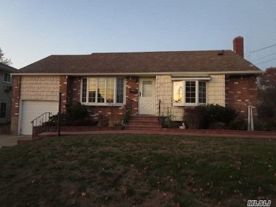 Farmingdale Single Family Home For Sale: 23 10th Ave