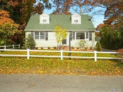 Huntington Single Family Home For Sale: 23 Rushmore St
