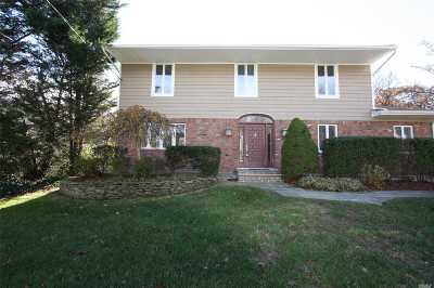 Plainview Single Family Home For Sale: 140 Harvard Dr