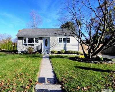 Kings Park Single Family Home For Sale: 97 Washington Dr