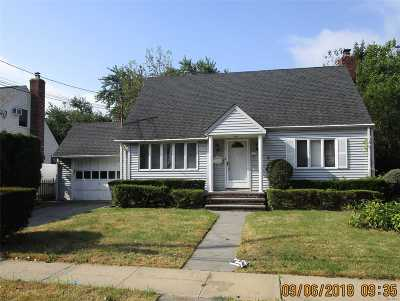New Hyde Park Single Family Home For Sale: 31 Conway Rd