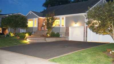 Jericho Single Family Home For Sale: 11 Craig St