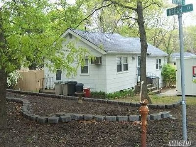 Farmingville Single Family Home For Sale: 43 Beech Ave