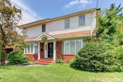 New Hyde Park Single Family Home For Sale: 6 Bretton Rd