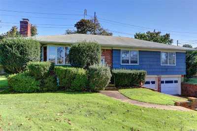 Hicksville Single Family Home For Sale: 12 Hilton Ct