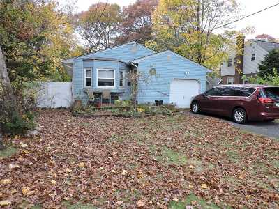 East Islip Single Family Home For Sale: 16 Secatogue Ave