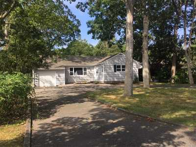 East Islip Single Family Home For Sale: 74 Woodland Dr