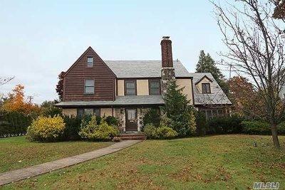 Garden City Single Family Home For Sale: 57 Nassau Blvd
