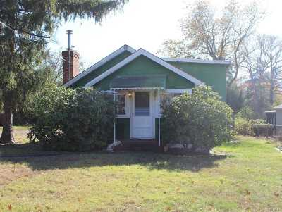 Selden Single Family Home For Sale: 22 Inwood Ave