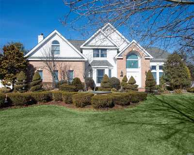 Dix Hills Single Family Home For Sale: 3 Sugar Maple Ct