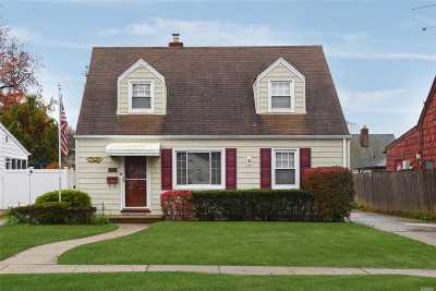 Valley Stream Single Family Home For Sale: 105 Wood Ln