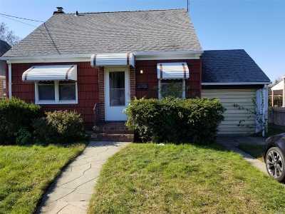 Franklin Square Single Family Home For Sale: 42 Claflin Blvd