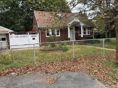 Bay Shore Single Family Home For Sale: 1052 Nugent Ave