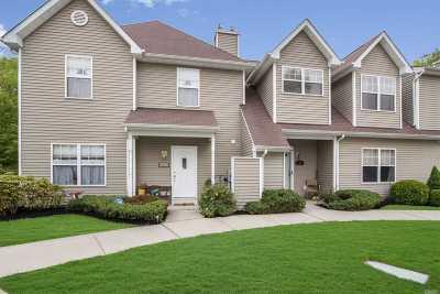 Medford Condo/Townhouse For Sale: 32 Daremy Cir