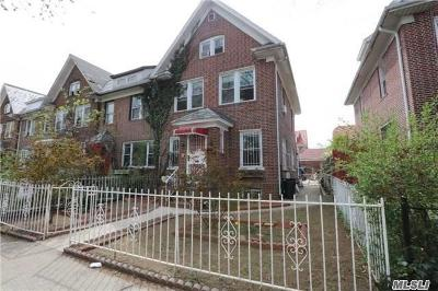 Jackson Heights Single Family Home For Sale: 33-26 88th St