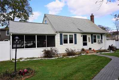 Middle Island Single Family Home For Sale: 5 Maple Rd