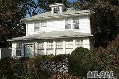 Nassau County Single Family Home For Sale: 11 Stowe Pl
