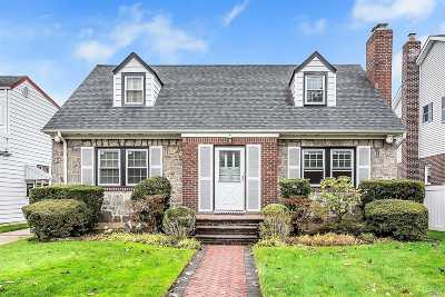 New Hyde Park Single Family Home For Sale: 50 Aberdeen Rd