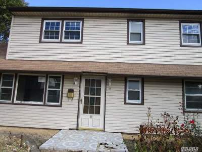 Levittown Single Family Home For Sale: 19 Radial Ln