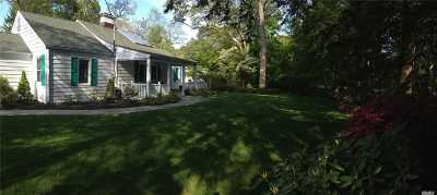 Huntington Single Family Home For Sale: 15 E Rogues Path