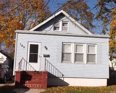 Freeport Single Family Home For Sale: 195 Colonial Ave