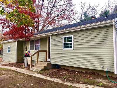 Brentwood  Single Family Home For Sale: 79 Claywood Dr