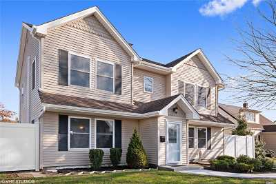 Levittown Single Family Home For Sale: 17 Academy Ln