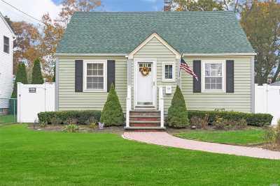 Islip Single Family Home For Sale: 7 Roslyn St