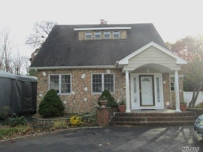 Lake Ronkonkoma Single Family Home For Sale: 22 Lakewood Rd