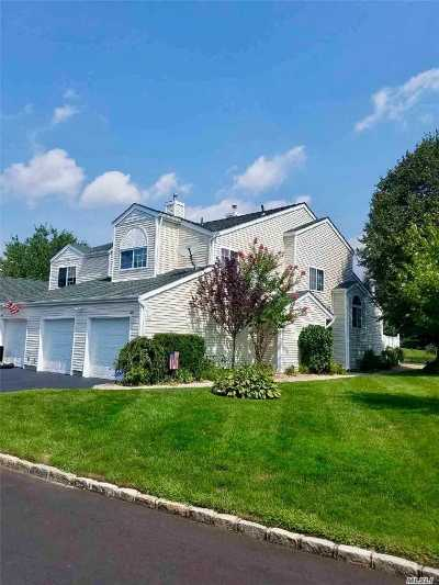 Manorville Condo/Townhouse For Sale: 203 Gothic Cir
