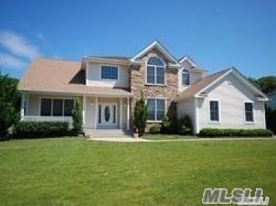 Dix Hills Single Family Home For Sale: 127 Elmwood Dr