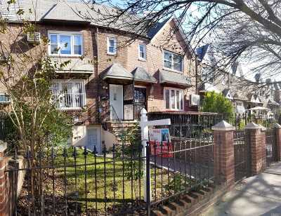 Jackson Heights Multi Family Home For Sale: 25-31 85th St