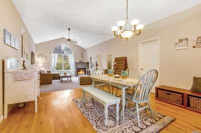 Wading River Condo/Townhouse For Sale: 20 Little Leaf Ct