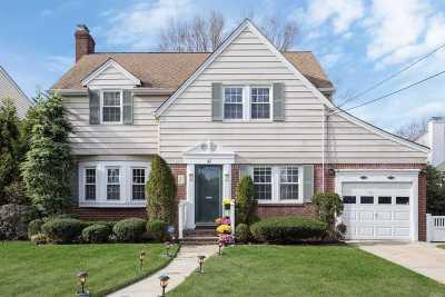 Malverne Single Family Home For Sale: 41 Dogwood Ave