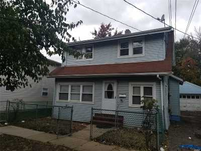 Hempstead Single Family Home For Sale: 97 Albemarle Ave