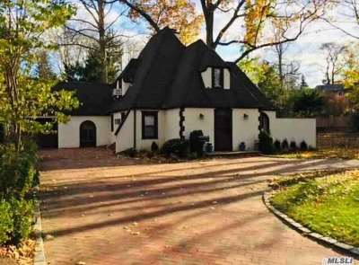 Great Neck Single Family Home For Sale: 12 Oak