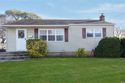 Ronkonkoma Single Family Home For Sale: 31 Saint Joseph Ave