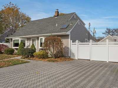 Levittown Single Family Home For Sale: 79 Knoll Ln